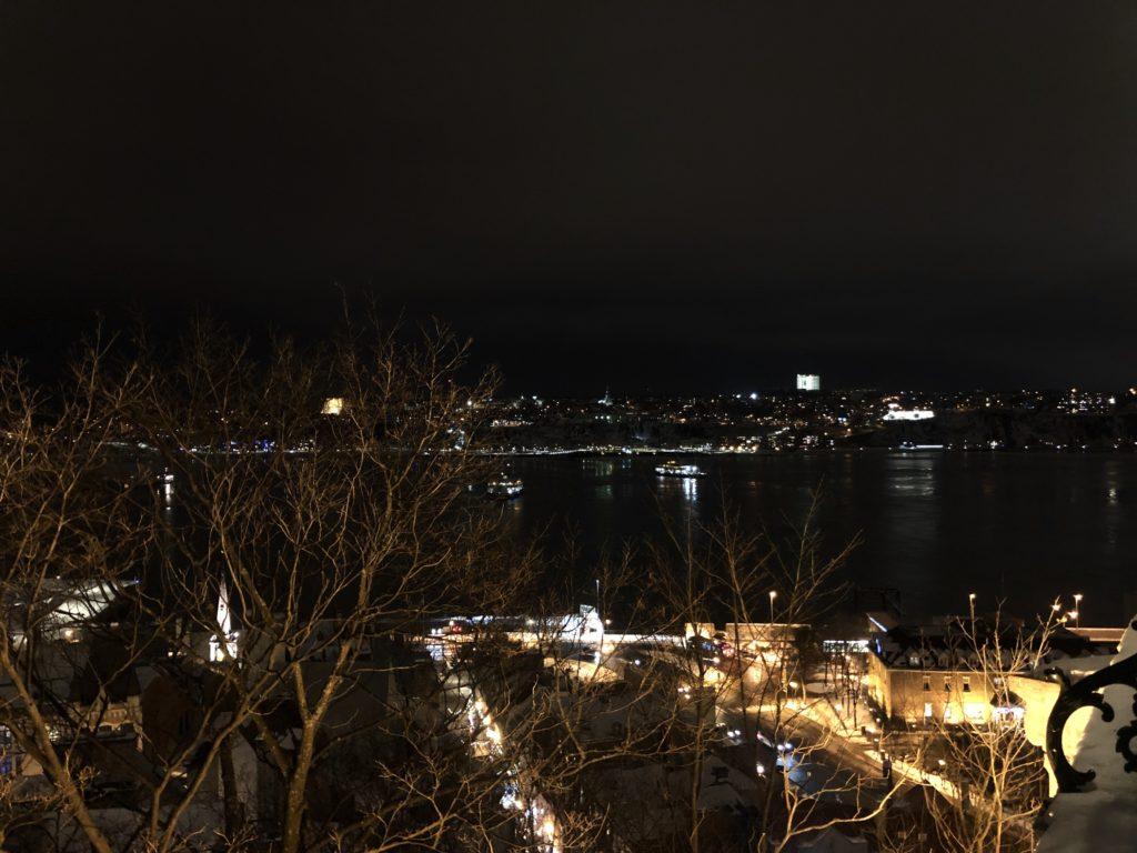 Vue depuis la terrasse Dufferin sur le Vieux-Québec et le fleuve Saint-Laurent
