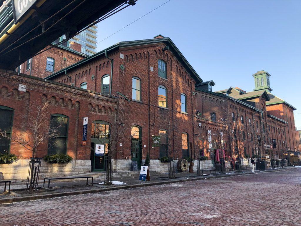 Bâtiments en briques rouges au Distillery District à Toronto