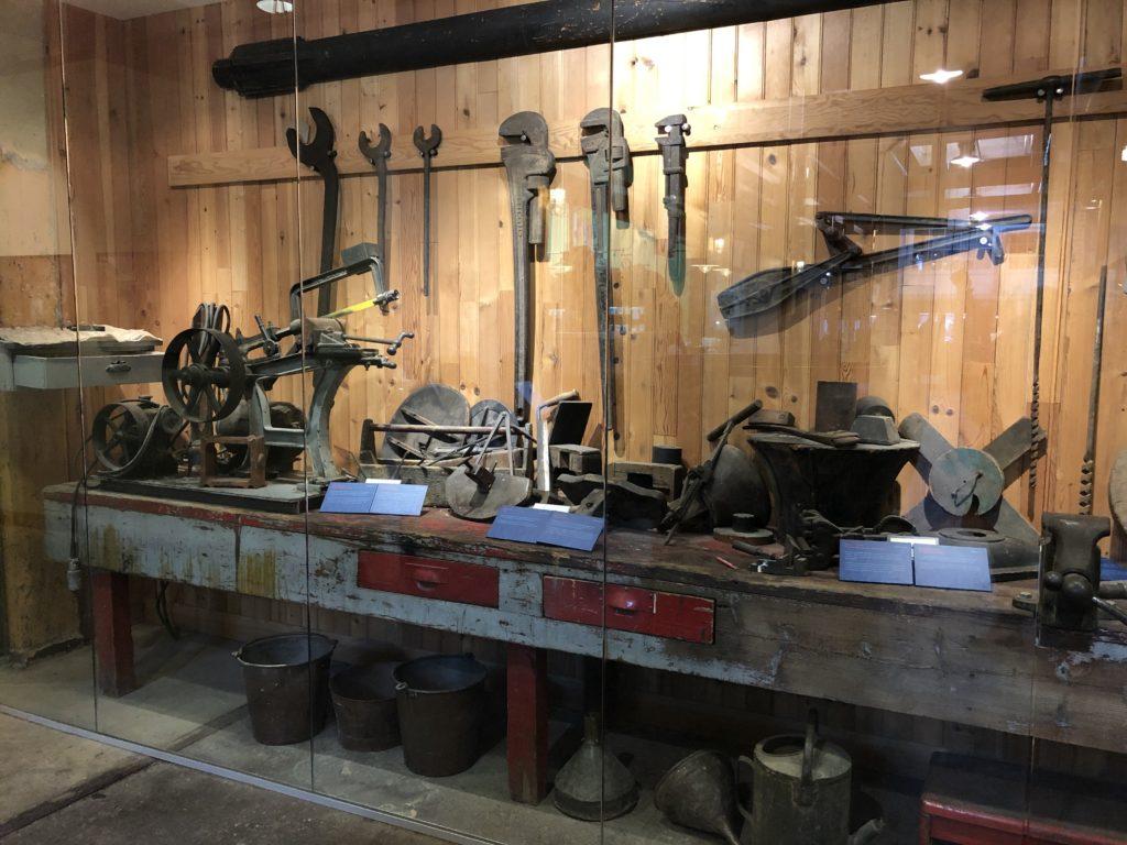 Anciens outils utilisés à l'époque - Distillery District à Toronto