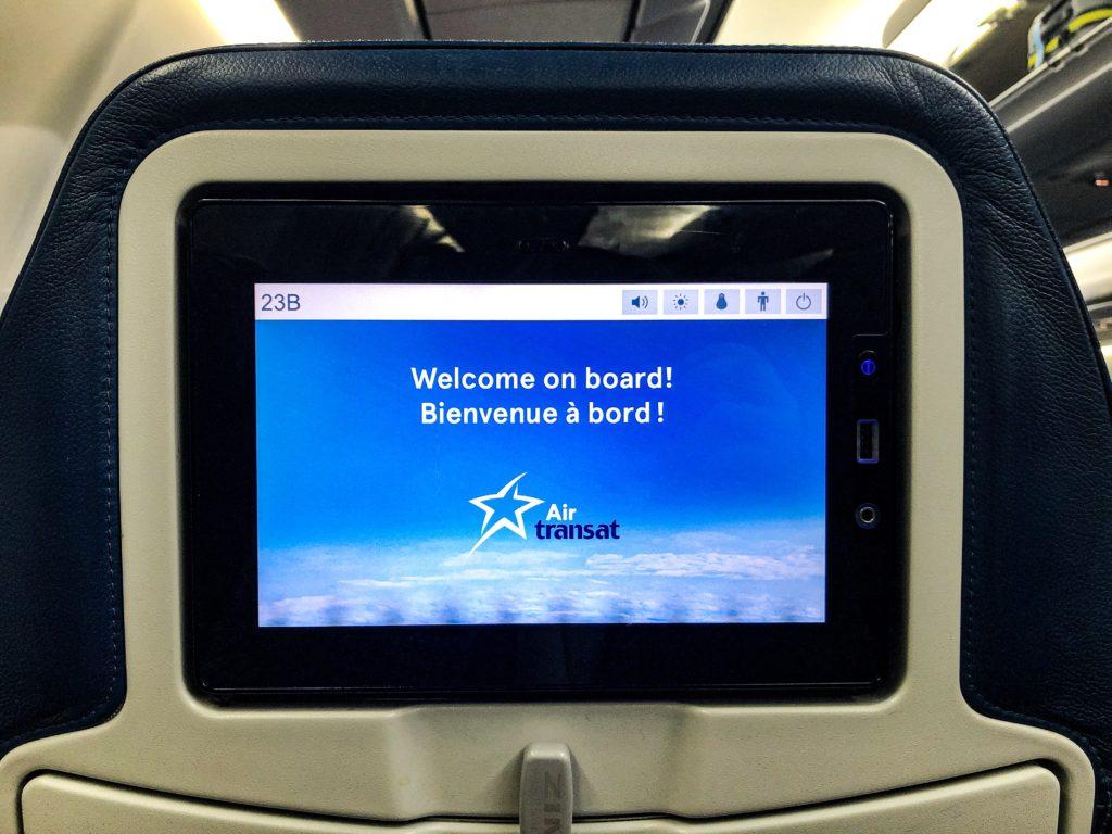 Ecran individuel pour les passagers de la classe économie - Air Transat