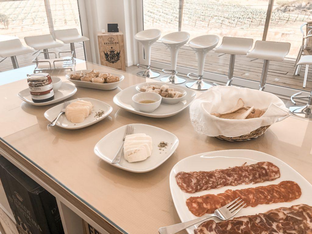 Dégustation de vin au domaine d'Ervideira en Alentejo au Portugal