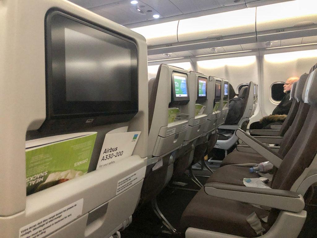 Intérieur d'un avion Level en classe économie